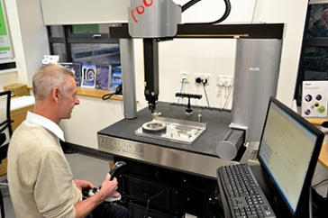 Máquina de medicion por coordenadas Aberlink Axiom Too en el NPL II